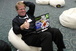 Robert Scoble in blogger lounge at PME '06
